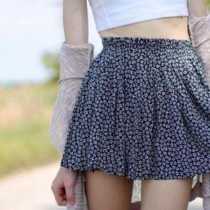 4/$20 Brandy Melville Navy White Floral Skirt